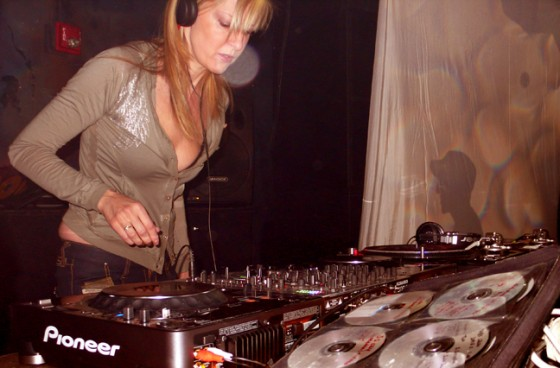 MaryAnneHobbsOnDecks-560x368